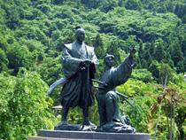 喜平次与六の銅像