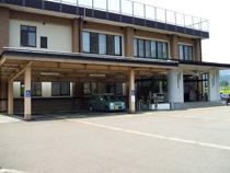 屋根付き身障者駐車場