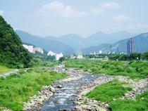 ゆのさと園前の魚野川